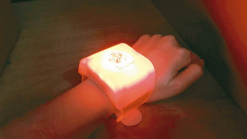全國運動會開幕秀19日在桃園市立體育館登場,前一萬名入場者會發放互動LED手環。...