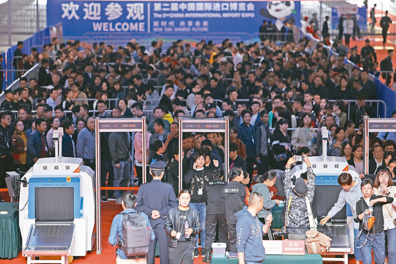 第二屆中國國際進口博覽會臨戰綜合演練昨天在上海舉行,這也是進博會開幕前最後一次大...