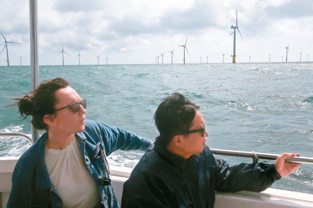 英國 環保兼觀光風電商與郵輪業合作,遊客可乘船至外海觀賞離岸風場。 記者余承...