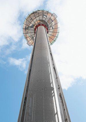 英國航空i360觀景塔,本身就是一棟全綠能建築。 記者余承翰/攝影