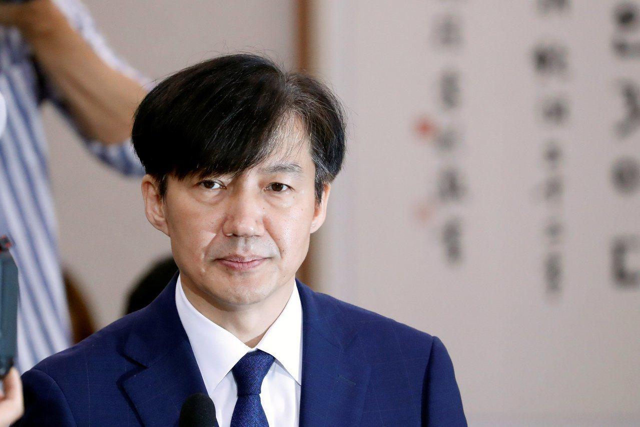 南韓法務部長曹國因身陷醜聞,14日宣布請辭。 (路透)