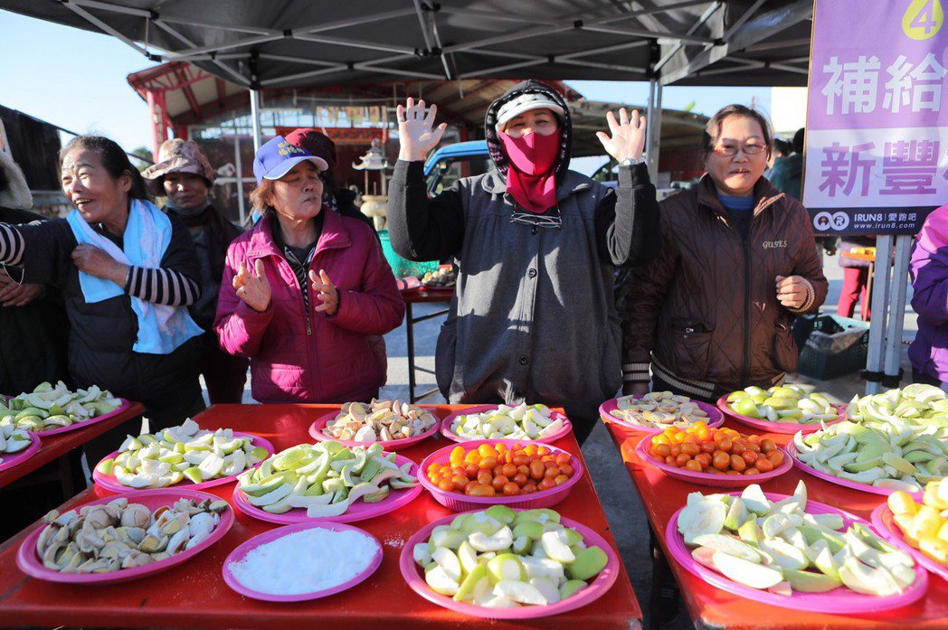 高樹鄉國際馬拉松連辦七年,沿途的新鮮水果補給及農民的好人情,每年都吸引上萬跑者。...
