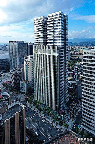 北市豪宅「聯合大於」單坪成交價上看214萬。圖/取自璞園官網