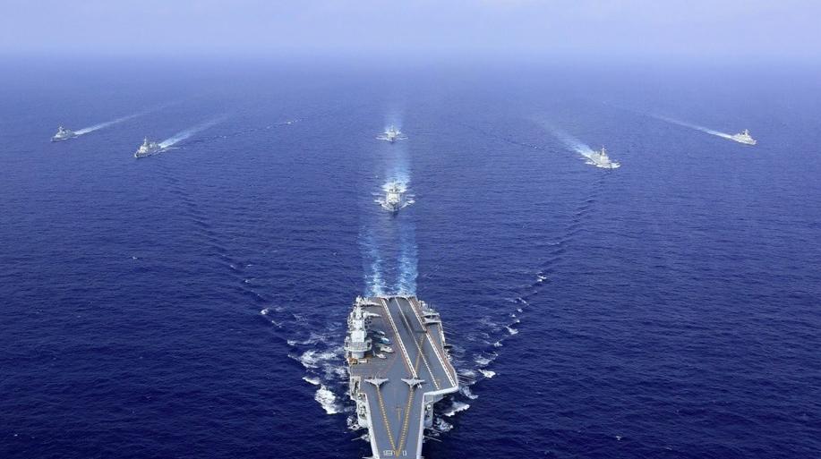 中共近年大力投入航母建造,遼寧艦是大陸首艘航母,每次到南海或東海航行備受外界關注...