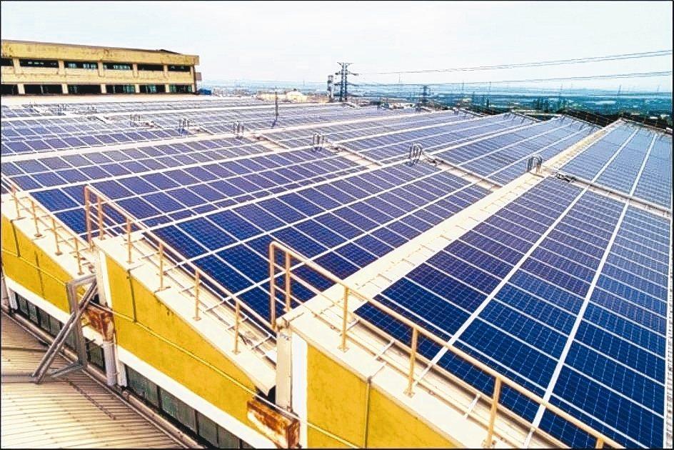 台宇汽車大肚廠太陽能系統由南亞光電打造。 南亞光電/提供