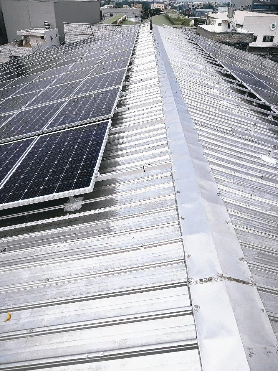 啟翔對太陽能鋁支架的品質嚴格要求,並以一條龍生產提高競爭力。 啟翔/提供