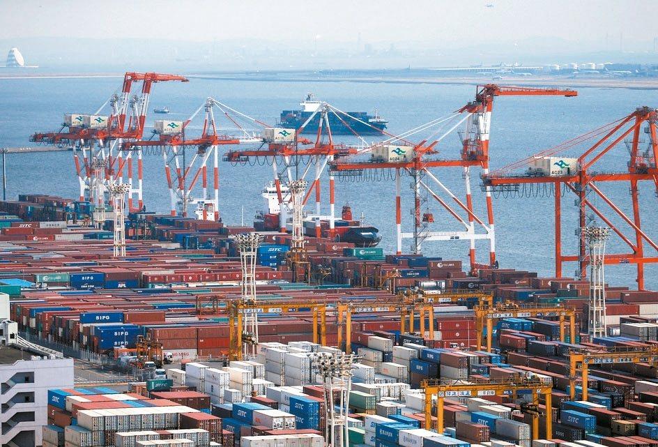 國際貨幣基金(IMF)15日發布更新版世界經濟展望報告,再度調降今年全球經濟成長...