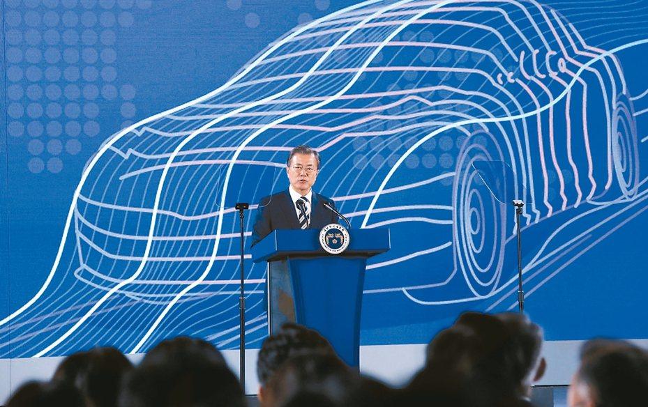 南韓總統文在寅15日宣布,力拚十年內推動南韓成為全球第一大綠能車製造國。 路透