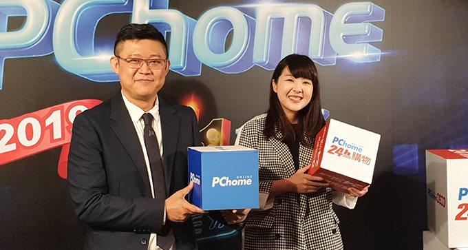 台灣電商龍頭網路家庭衝刺雙11拚業績翻倍。左為網家執行長蔡凱文,右為PChome...