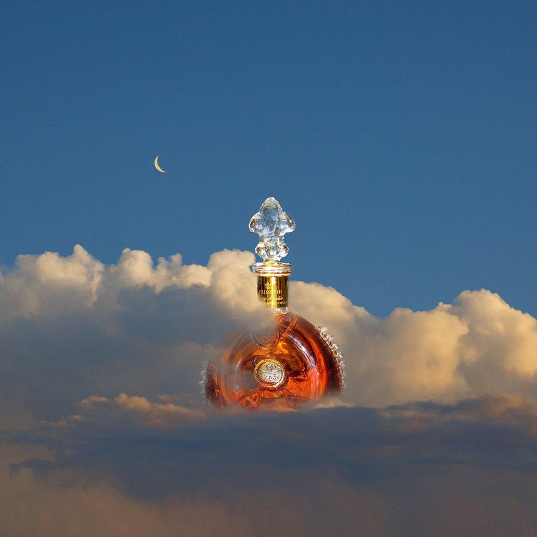 KangHee Kim為路易十三創作的影像像是在雲端上俯瞰萬物。業者/提供