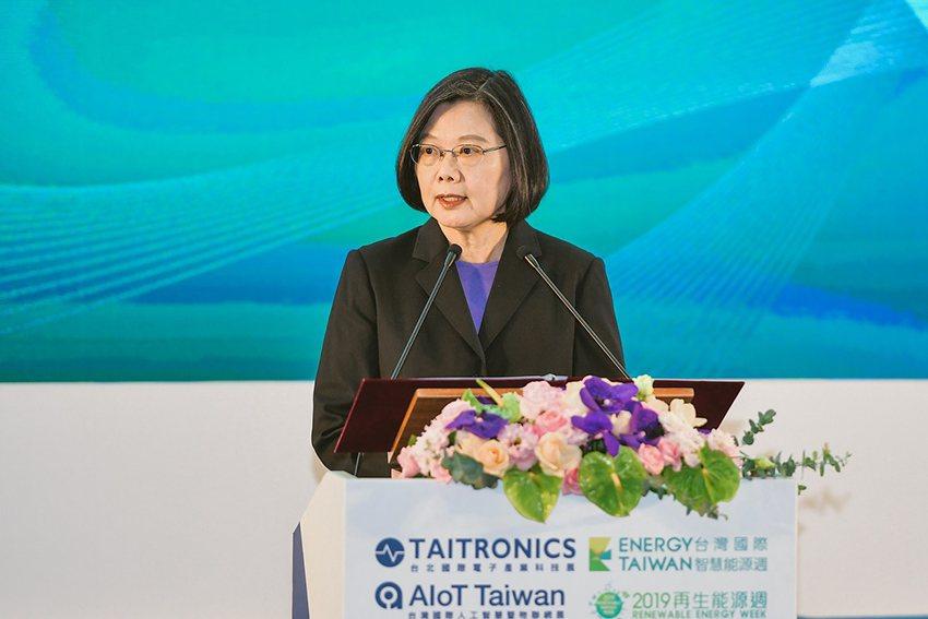蔡英文總統表示,再生能源的發展將使台灣在地供應鏈業者搶攻全球市場的實力更加穩固。...
