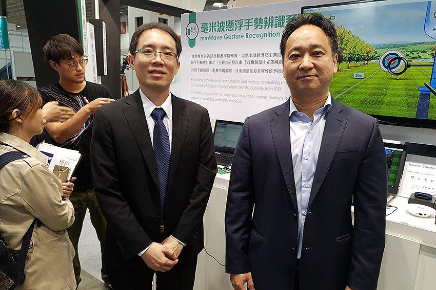 開酷科技總經理王君弘(右)與行銷總監林子超在現場。 曹松清/攝影