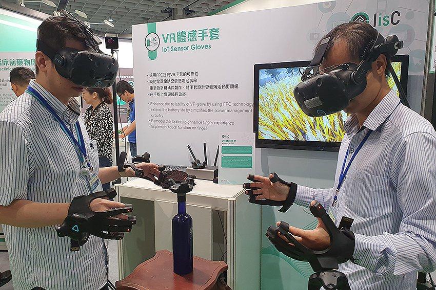 「VR體感手套」。 曹松清/攝影