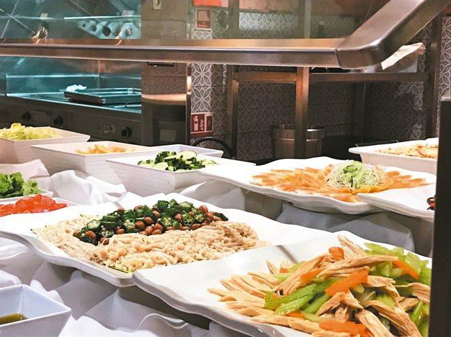 雄獅旅遊獨包國際郵輪,並首創素食郵輪自助Buffet。 記者葉卉軒/攝影