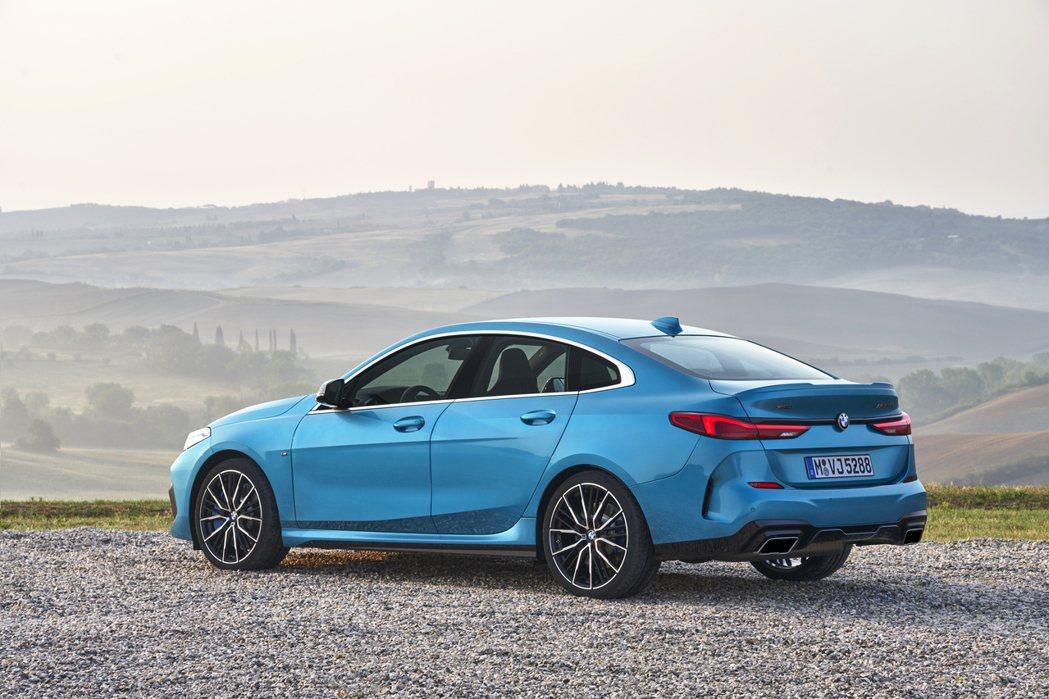 全新BMW 2 Series Gran Coupe (F44)。 摘自BMW