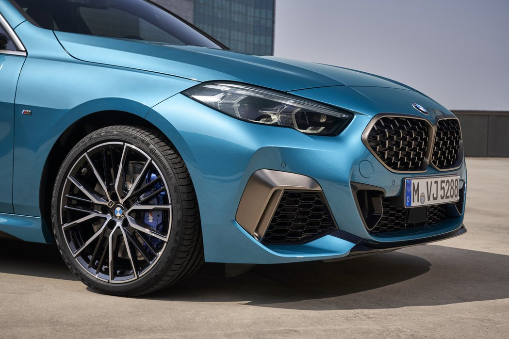 全新BMW 2 Series Gran Coupe (F44) 入門款車型標配1...