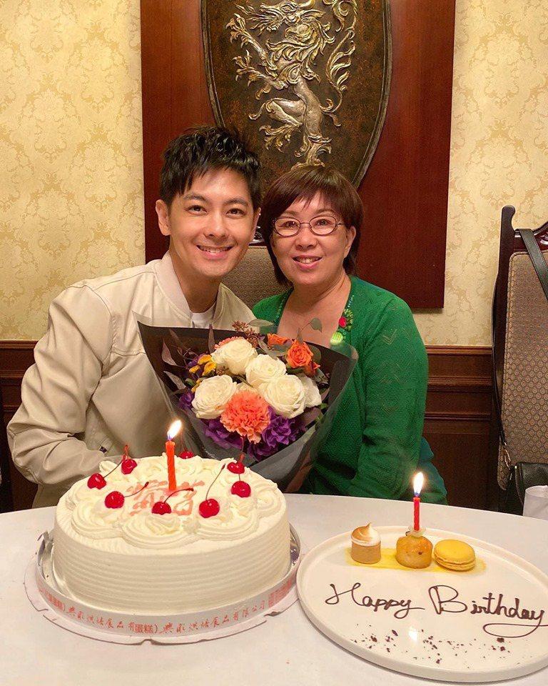 林志穎與媽媽。圖/擷自林志穎臉書