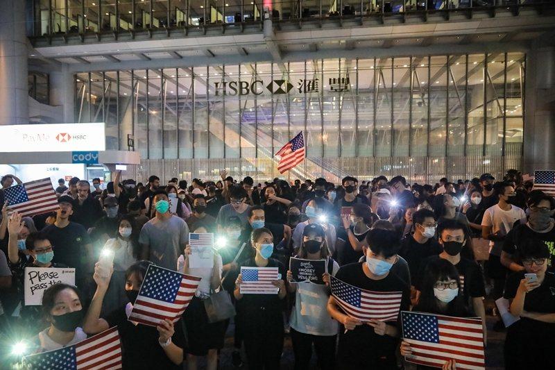 香港10月14日在中環遮打花園發起「香港人權法造勢大會」。 圖/歐新社