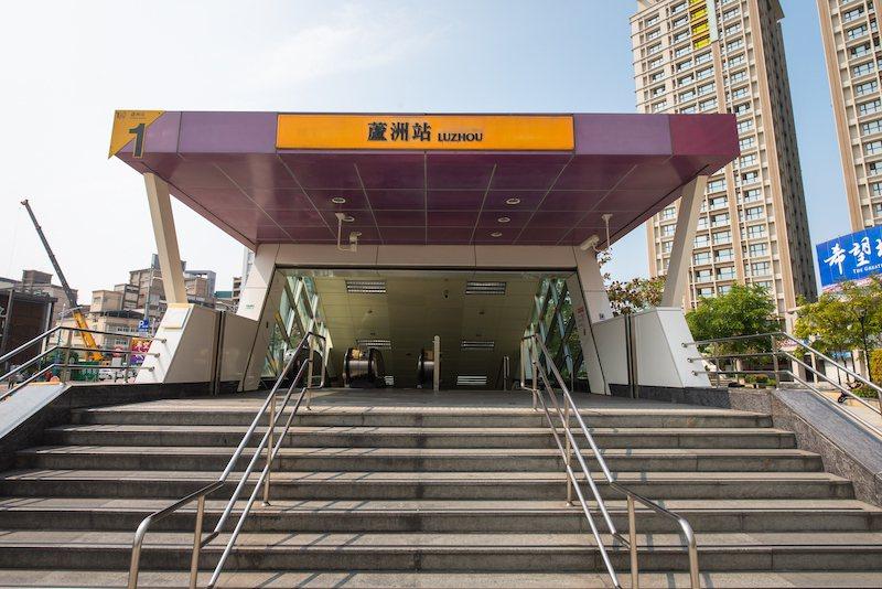 搭公車8~10分鐘可到蘆洲捷運站,串連北捷網絡,雙北任遨遊。