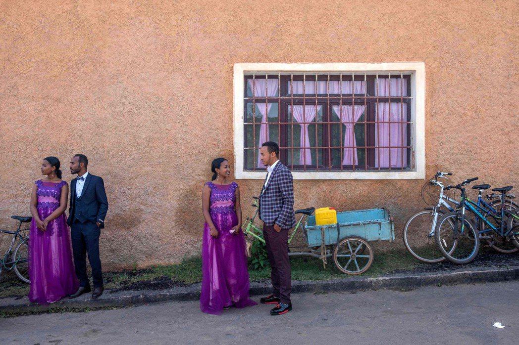 厄利垂亞人每月提領現金金額受限,舉辦婚禮則可提領大量現金。 (法新社)