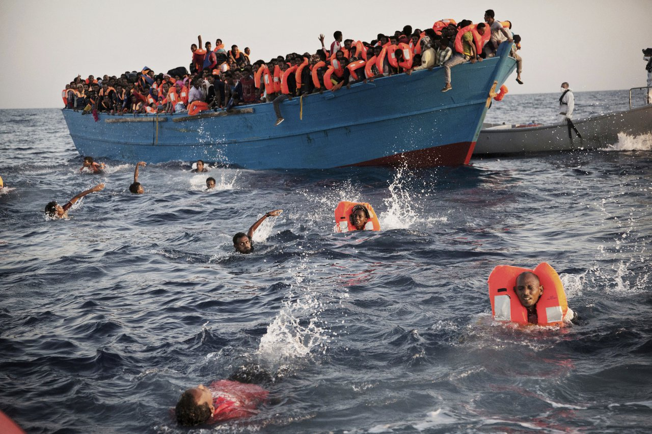 許多想移民的厄利垂亞年輕人冒著生命危險橫渡地中海前往歐洲。 (美聯社)