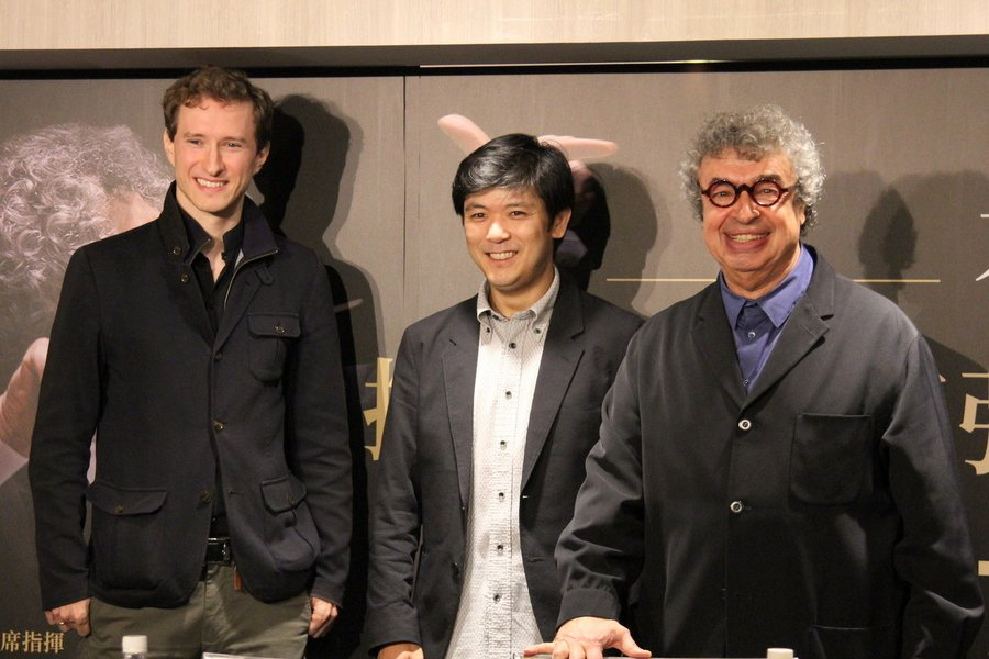 捷克愛樂指揮暨音樂總監畢契科夫(右起)、柏林愛樂最年輕首席樫本大進、捷克愛樂最年...