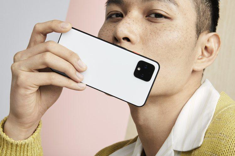 全新Pixel 4系列手機共有5.7吋與6.3吋兩種尺寸,建議售價24,600元...