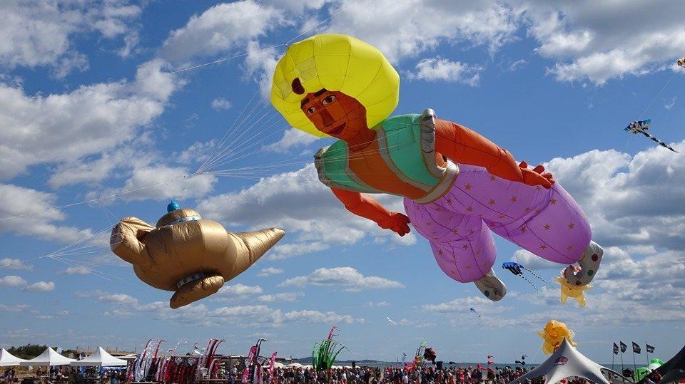 阿拉丁神燈故事也成為今年桃園國際風箏節演出戲碼。圖/桃園市政府觀光旅遊局提供