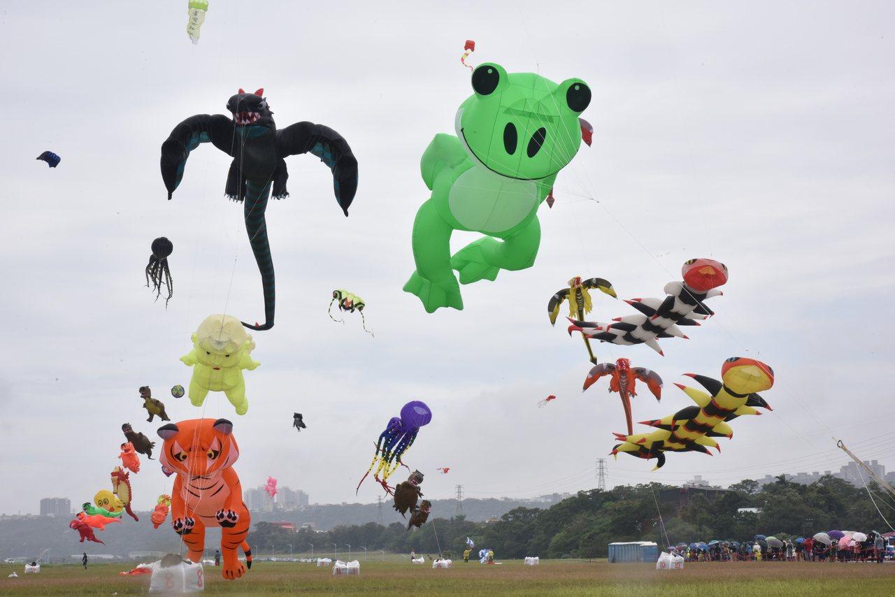 桃園國際風箏節今年有多國上千風箏參展和演出。圖/桃園市政府觀光旅遊局提供