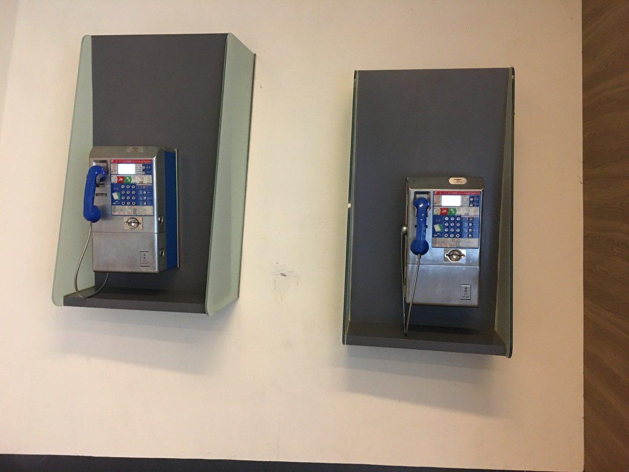 國立海洋科技博物館的公共電話是設置於區域探索館區,由主題館區前往必須走五分鐘左右...