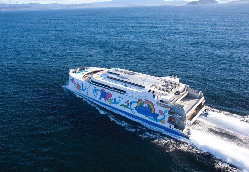 交通部6月初公布蘇花寒暑假藍色公路試辦補助計畫,今年暑假及明年寒假搭乘麗娜輪,票價打折。圖/東聯航運提供