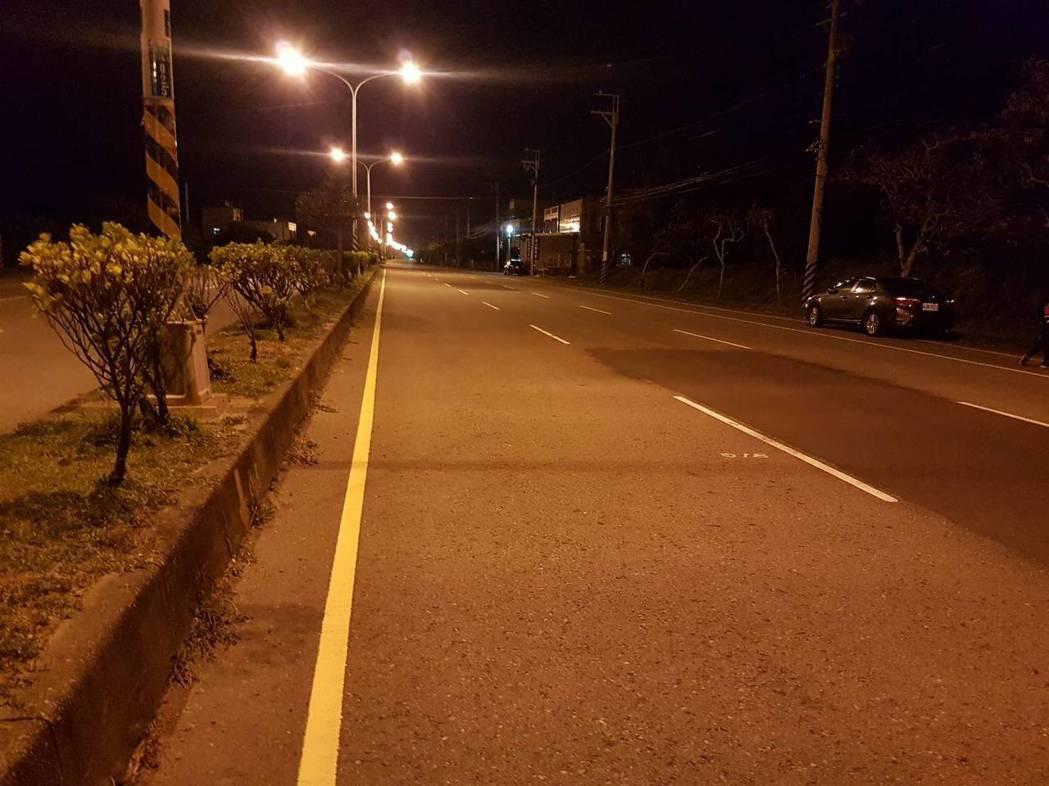 昨晚8點多,苗栗縣府農業處接獲通報,台1線北上129公里通霄路段發現石虎屍體,躺...