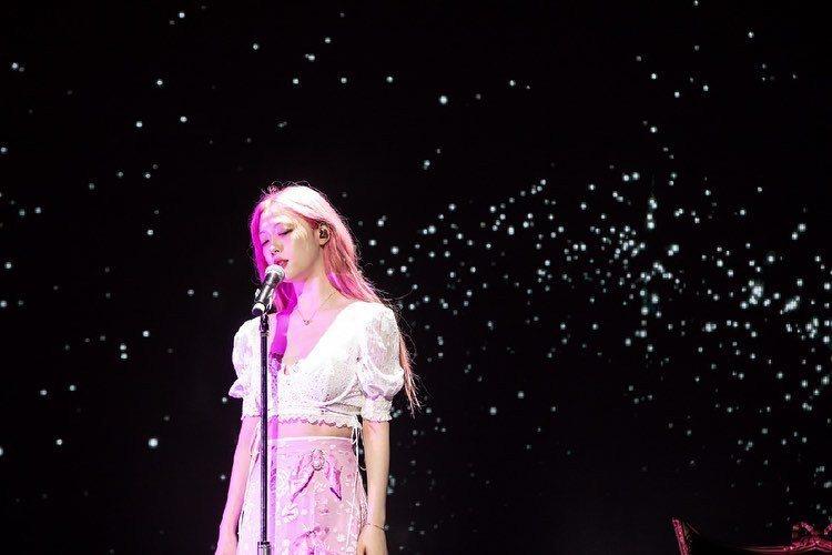 雪莉6月才推出首張個人單曲。圖/摘自IG