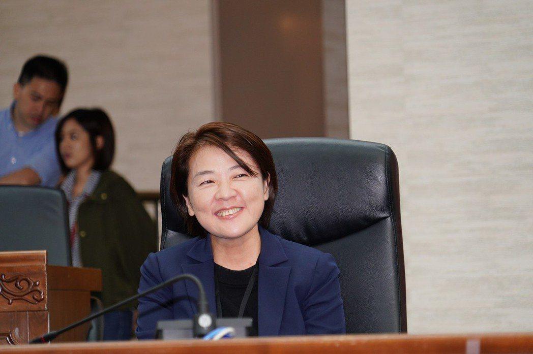 北市府新任副市長黃珊珊表示,相信市議員王世堅在市政議題上都蠻講道理的,自己也會盡...