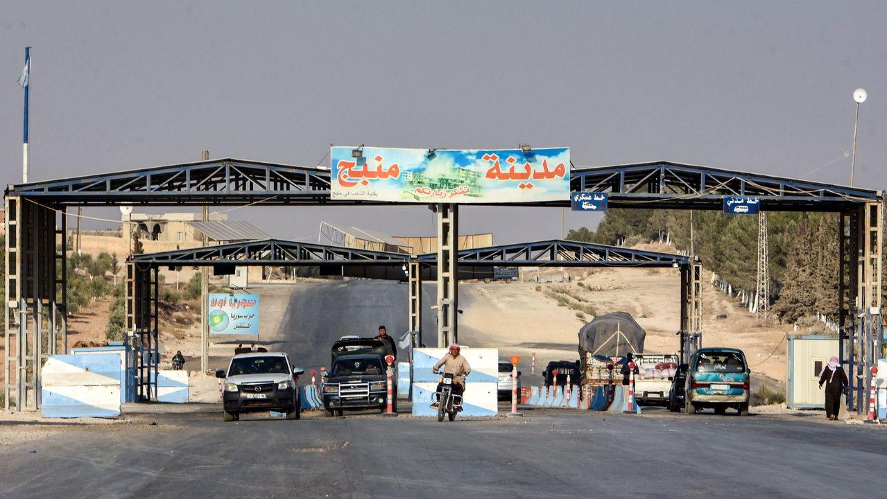 美軍證實15日已撤出敘利亞北部曼比季市,當地改由敘國政府部隊控制,圖為曼比季市的...