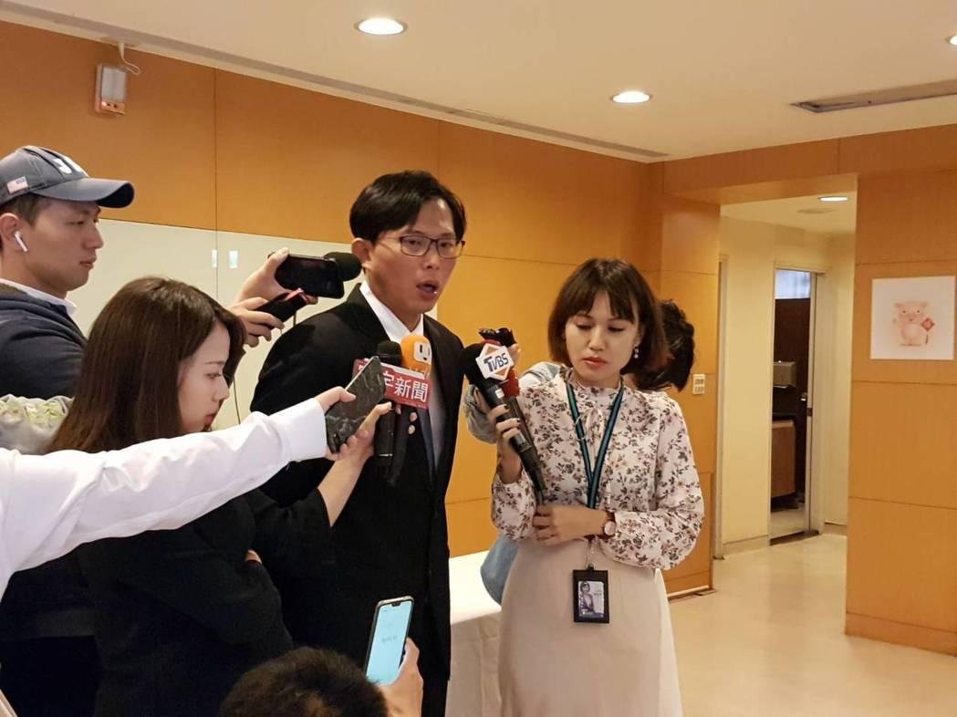 時代力量立委黃國昌今天表示,韓國瑜目前請假帶職參選,對高雄市民非常不公平,繼續領...