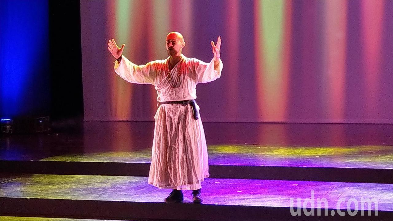 丟丟銅蘭城國際音樂節今天開幕,各國聯合編製的「旅行者之歌」主題曲首演。 記者戴永...