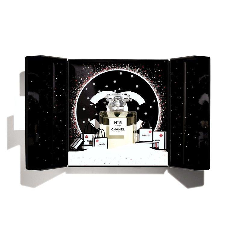 香奈兒N°5 L'EAU節慶香氛珠寶盒 /6,780元。圖/香奈兒提供