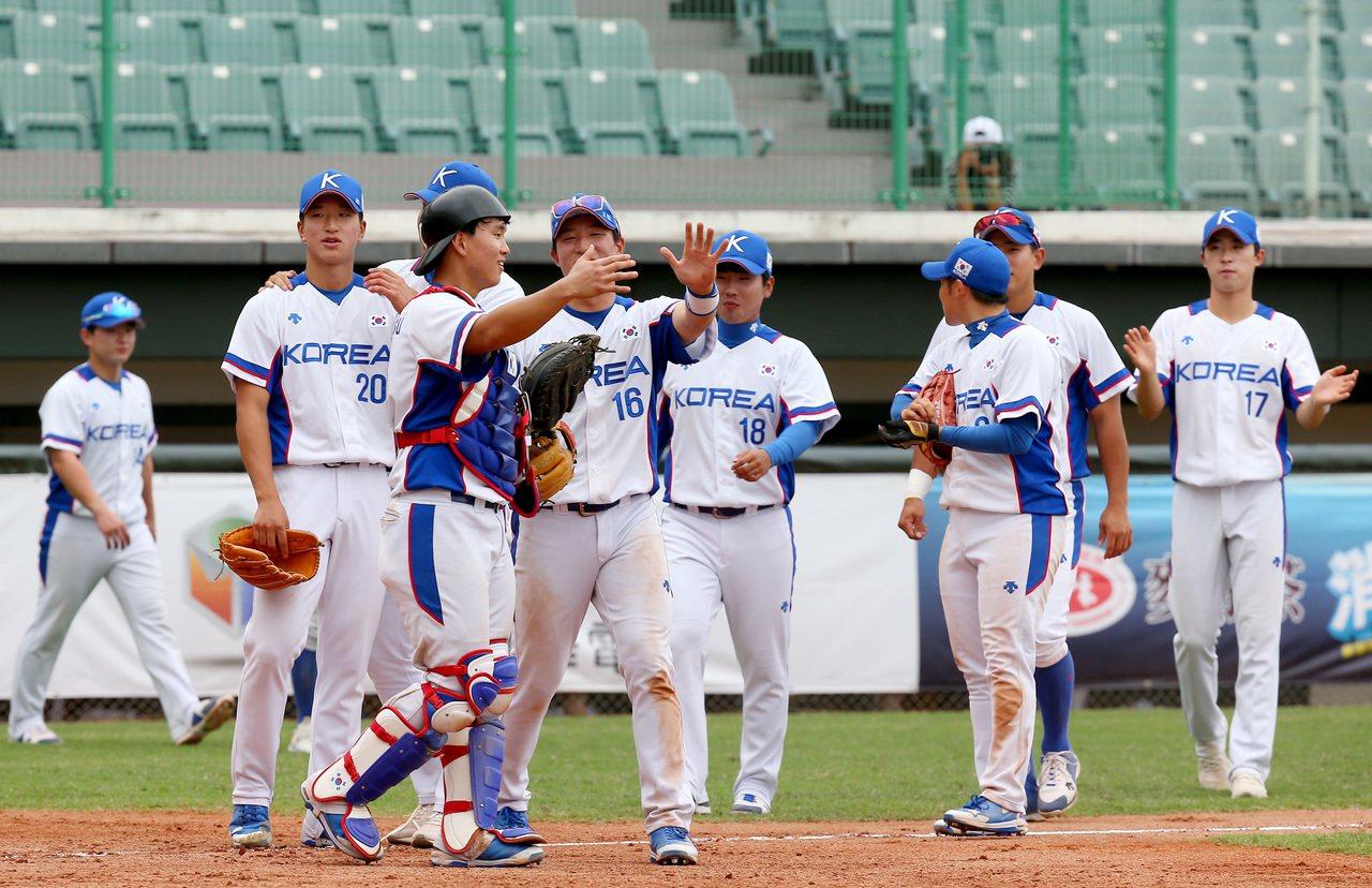 南韓隊以12:2在七局提前擊敗菲律賓,南韓隊取得亞洲棒球錦標賽B組預賽第二。記者...