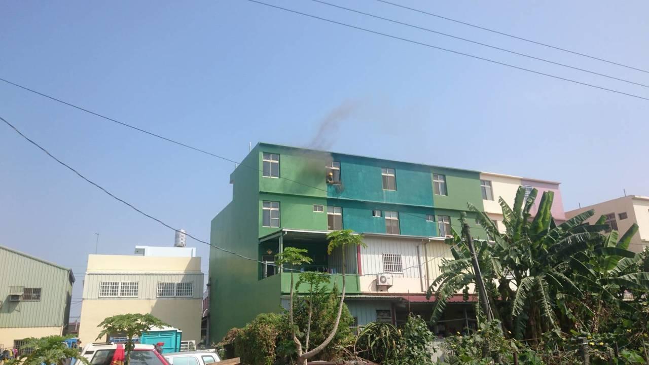 雲林虎尾鎮青雲路今天10點25分傳出住宅火警。記者李京昇/翻攝