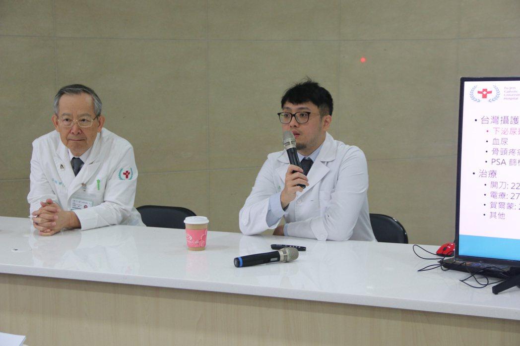 輔大醫院開幕2年來,約150名攝護腺癌病人,輔大醫院泌尿科主治醫師廖玠淳(右)發...