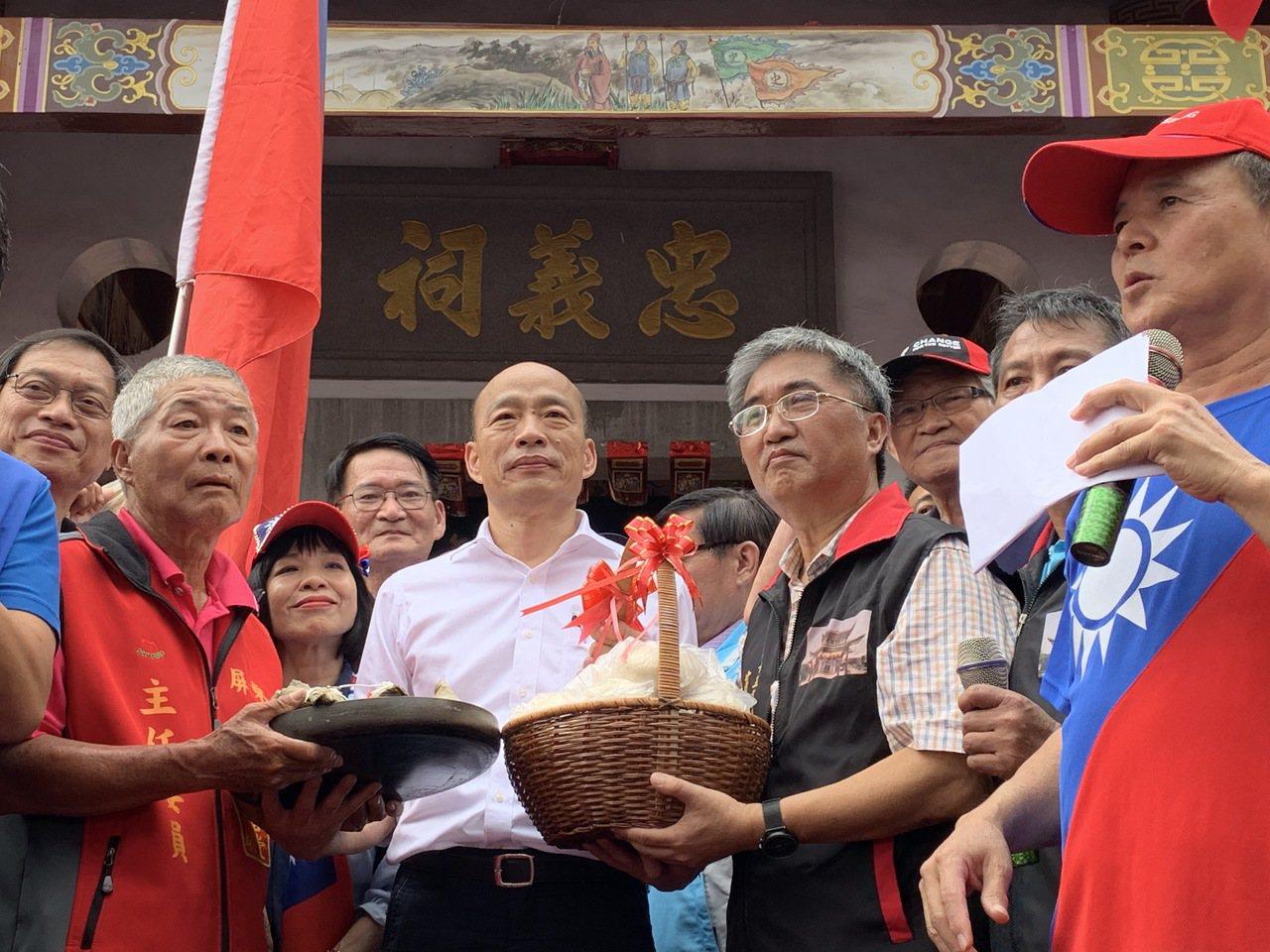 國民黨總統參選人韓國瑜今天下午到屏東六堆忠義祠成立客家後援會。記者翁禎霞/攝影