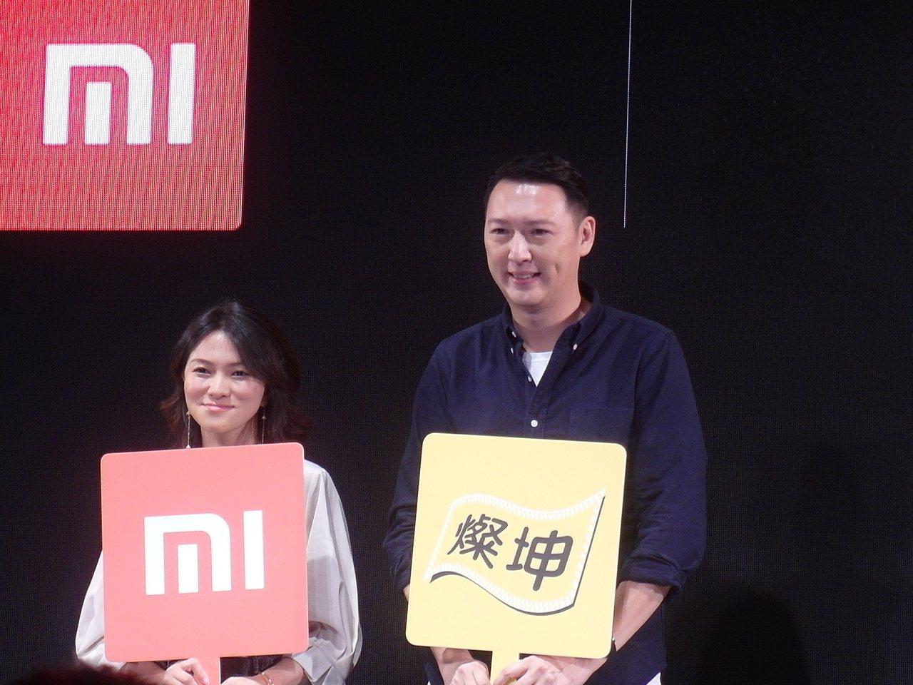 小米台灣總經理羅燕(左)與燦坤3C總經理李佳峰。 記者何佩儒/攝影