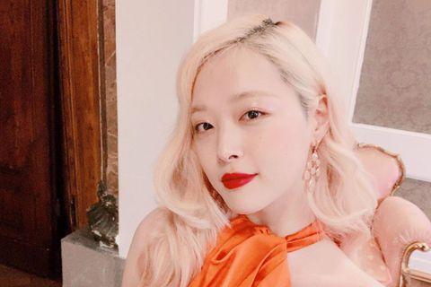 韓國中央日報報導,10月15日播出的韓國SBS「深夜正式演藝」中公開了離世9天前出席電影「Maggie」GV(與觀眾的對話)的雪莉的片段。雪莉在場時表示「我比較容易相信人。但最近覺得這個世界上很難相...