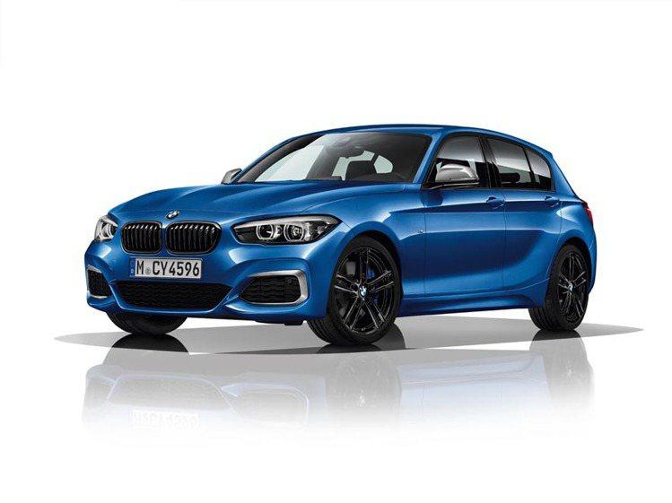 遠百全台周年慶送出10台汽車,當中板橋大遠百送出市價158萬的BMW 118i領...