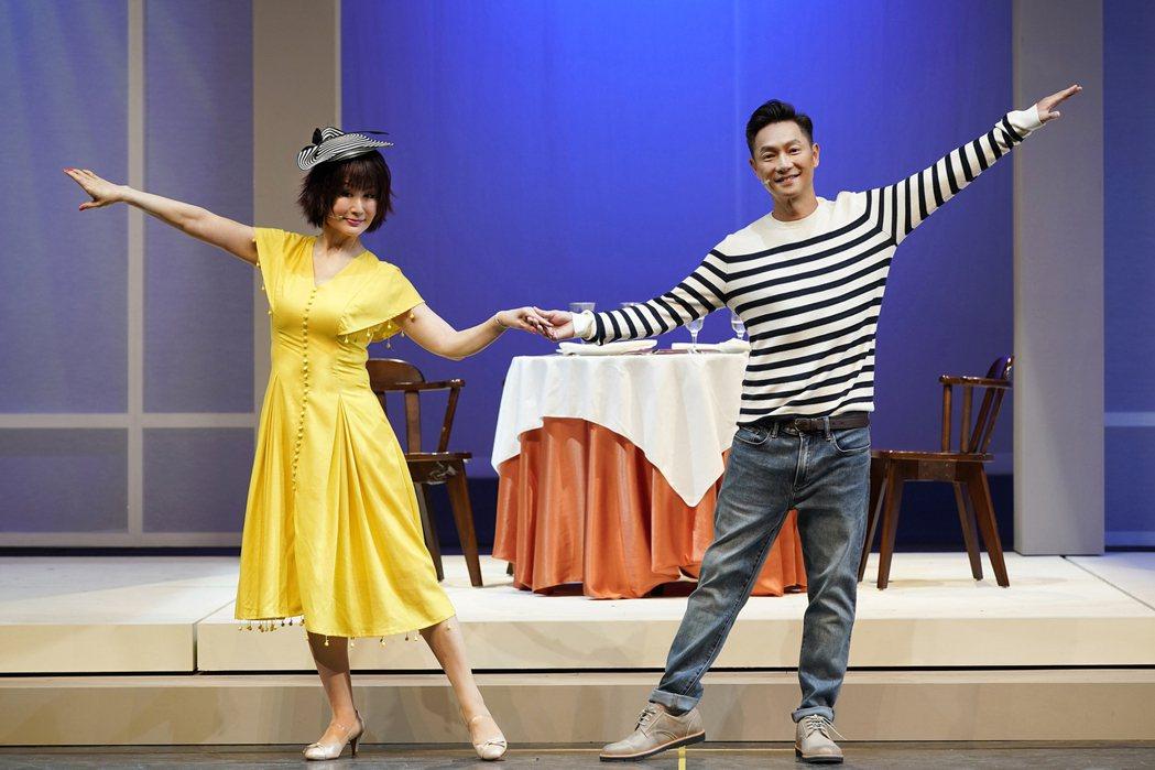 潘迎紫(左)、謝祖武在戲中談戀愛,2人首次演舞台劇,對於首演緊張不已。圖/全民大