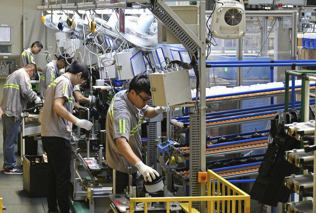 製造業遷出中國大陸的腳步非常緩慢。美聯社