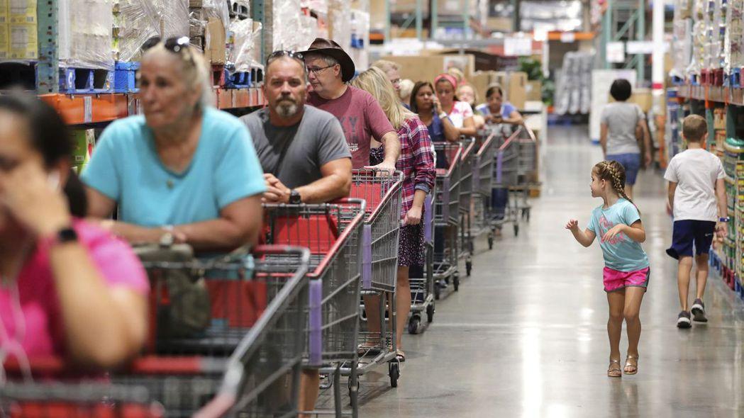 美國9月零售銷售意外下滑。 美聯社