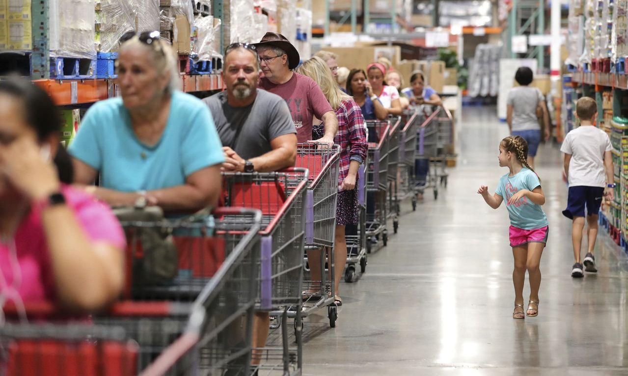 美國9月零售銷售意外下滑。美聯社