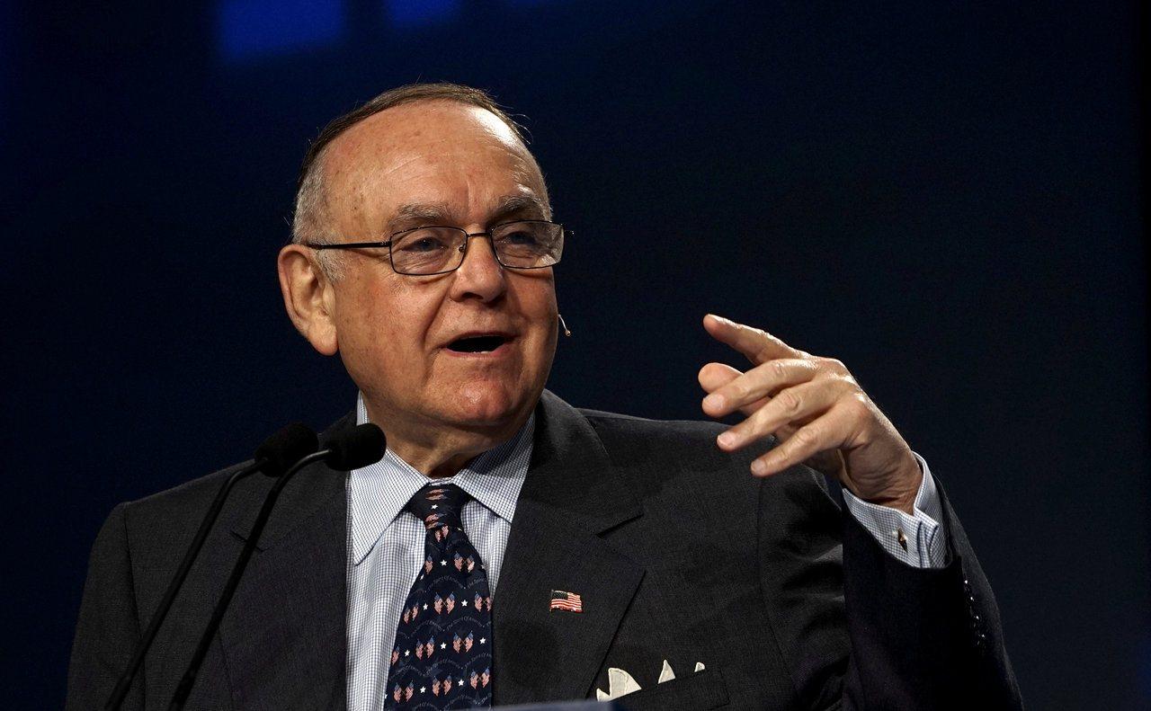 傳奇避險基金經理人庫柏曼(見圖)16日說,若華倫參議員當選美國總統,股市將跌25...